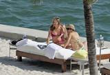 HQ's are up..... - HQs of Jennifer Aniston in Miami Beach, FL..... Foto 621 (Штаб являются до ..... - Штаб-квартира Дженнифер Анистон в Miami Beach, FL ..... Фото 621)