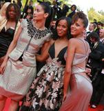 th_78002_Celebutopia-Noemie_Lenoir-Synecdoche9_New_York_premiere_during_the_61st_International_Cannes_Film_Festival-09_122_1014lo.jpg