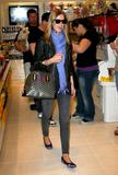 Nicky Hilton - Страница 4 Th_80257_celebrity_paradise.com_TheElder_NickyHilton2010_03_19_stopsbyTheSugarFactory9_122_157lo
