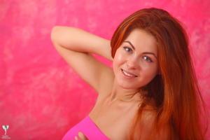 http://img144.imagevenue.com/loc16/th_306659750_tduid300163_silver_angels_Sandrinya_I_pinkdress_1_132_123_16lo.jpg