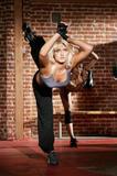"Apparently she's starting a singing career and will be on VH1 on a show called 'Hulk Brooke Hogan, Stage Dad' so it's good to she that she got the record deal on her own merits. Foto 38 (Очевидно, она начинает карьеру певицы и будет на канале VH1 на шоу под названием ""Халк Брук Хоган, Этап папой"", так это хорошо ей, что она стала рекордной сделки по ее собственных достоинств. Фото 38)"