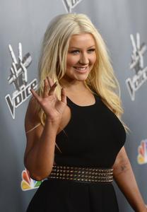 [Fotos+Videos] Christina Aguilera en la Premier de la 4ta Temporada de The Voice 2013 - Página 4 Th_985746952_Christina_Aguilera_09_122_356lo
