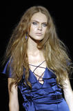 th_86906_celebrity_city_Julien_Macdonald_London_Fashion_Show_22_123_482lo.jpg