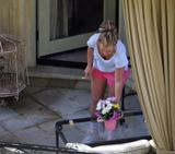 Britney Spears *Legs and Stomach* - at her house (April 9, 2008)