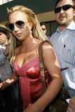th_01354_brit031sandino_122_813lo - Britney Spears va mieux, son décolleté aussi